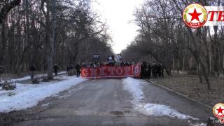 """Впечатляващо шествие на """"червените"""" фенове към """"Арена Армеец"""" (ВИДЕО)"""