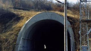 Над три часа пътници блокирани в жп-тунел