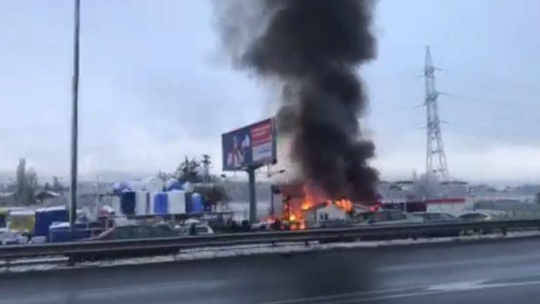 Пожар пламна в търговски обект на Околовръстното шосе в София,