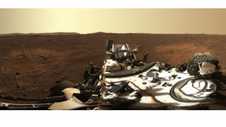 """Марсоходът на НАСА """"Пърсивиърънс"""" изпрати първата панорамна снимка"""