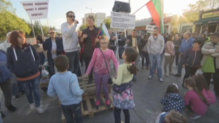 """Жителите на """"Красна поляна"""" отново блокираха улици в квартала"""