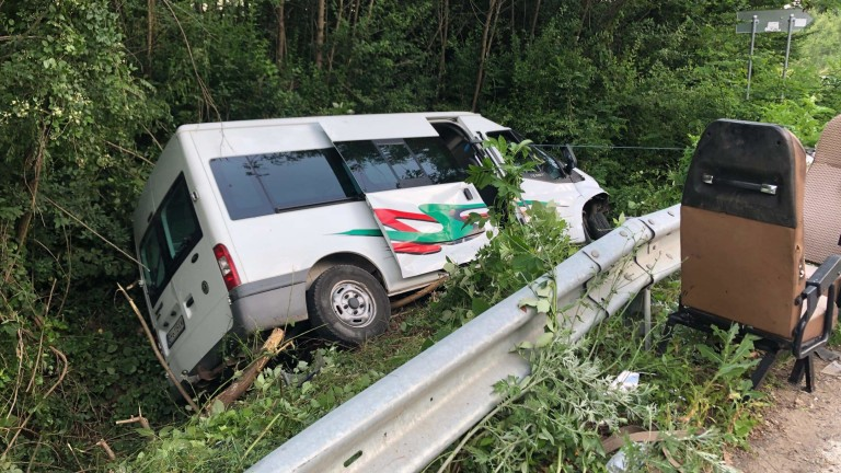 Българин загина при катастрофа на микробус в Румъния, съобщават от