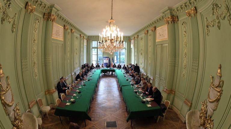 Правителството на Франция започна решаващи преговори със синдикатите в опит