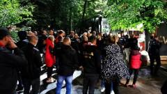 Фенове чакаха дълго Десподов при автобуса, той се скри