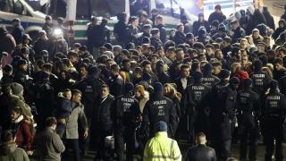 Полицията в Кьолн критикувана за тактиките си на Нова година
