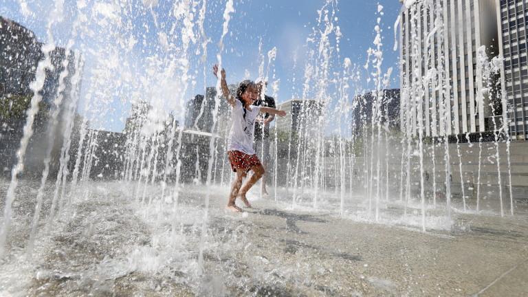 Голяма част отЕвропа очаква необичайно горещо лятно време тази седмица.
