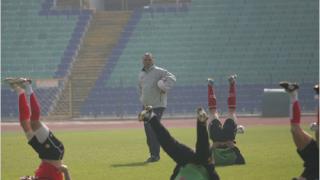 Стоичков тренира с девет национали на сутрешното занимание