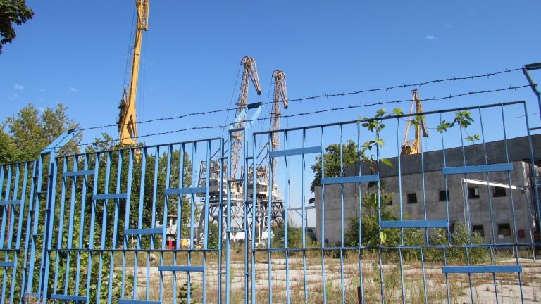 Служители на фалиралата корабостроителница в Русе чакат заплатите си три години