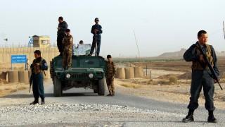 18 полицаи загинаха при нападение на талибаните в Афганистан