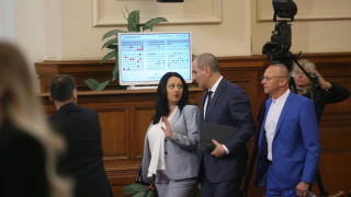Павлова се хвали с успешно европредседателство пред депутатите