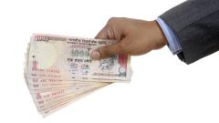 Индийската валута поевтиня рекордно