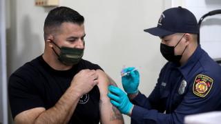 САЩ с обрат в стратегията - ваксинират без да запазват втората доза