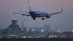 Бурен вятър отмени десетки полети на холандската авиокомпания KLM