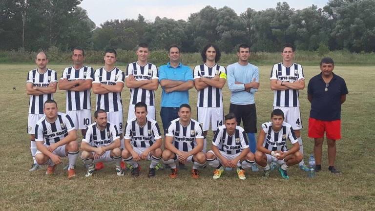 Футболният отбор на Искър (Чомаковци) остана почти без играчи за