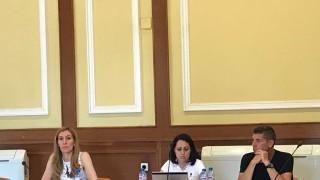 Ангелкова: Министерството не взема нито лев от концесиите