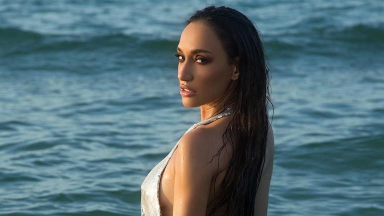 Колко секси е Мария Илиева по бански