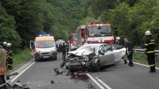 Двама загинаха при тежка катастрофа в Кресненското дефиле
