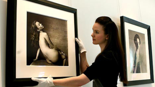 Голи снимки на Кейт Мос и Жизел Бюндхен отиват на търг (галерия)