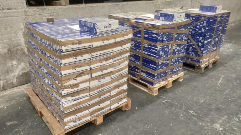 """Митничари откриха 33 770  кутии цигари в тайник на турски тир на МП """"Лесово"""""""