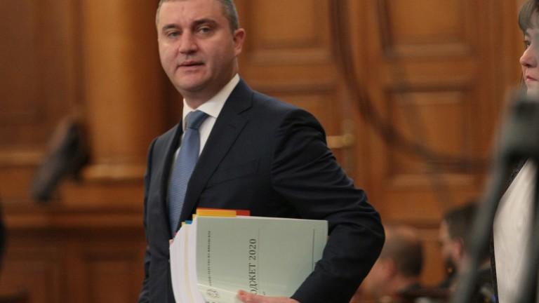 Горанов: Всички страдаме от кризата