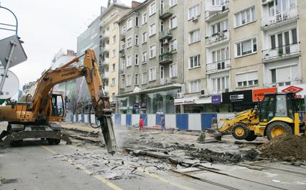 Завършват пешеходната зона на Витошка за Коледа