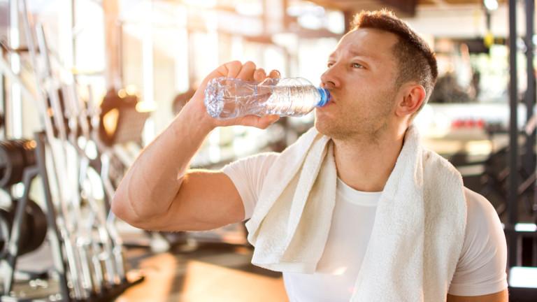 Защо трябва да пием вода по време на тренировка