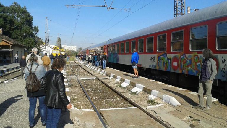 Снимка: Бунт на гарата в Искър заради аварирал влак
