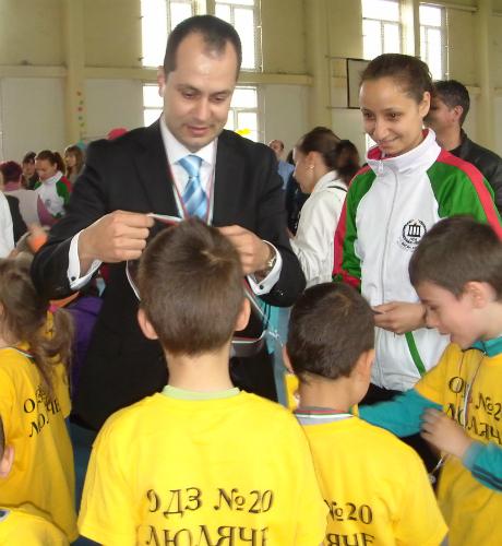 Калин Каменов уважи ежегодния спортен празник на столичното 90-то СОУ (СНИМКИ)