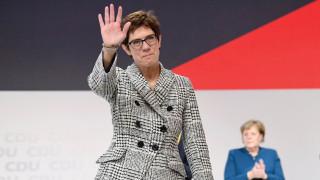 Анегрет Крамп-Каренбауер е новият лидер на ХДС