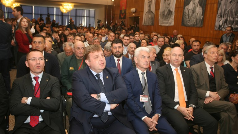 ВМРО подкрепят оставката на министъра на правосъдието Цецка Цачева.Това заяви