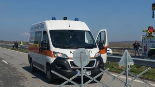 Тежка катастрофа между бус и тир блокира пътя Враца - Мездра