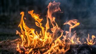 Голям пожар избухна в южното ирландско пристанище Корк