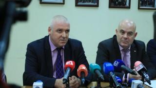 Искат постоянен арест за четирима, подготвили фалшиви €10 млн. и $1,600 млн.