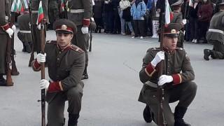 Каракачанов очаква връщане на доброволната казарма от 2020 г.
