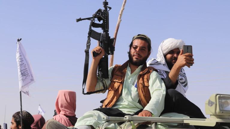 """Терористите от """"Ал Кайда"""" поздравиха талибаните за """"историческата победа"""" срещу САЩ"""