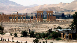 """Дамаск бомбардира """"Ислямска държава"""" в Палмира"""