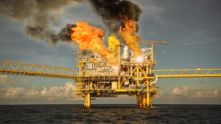 Как ще бъде засегнат глобалният петролен пазар от пълната забрана за внос от Иран?