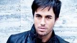 Български фенки поставят рекорд за целувки за Енрике Иглесиас