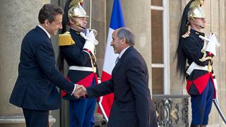 Франция засилва атаките над Либия