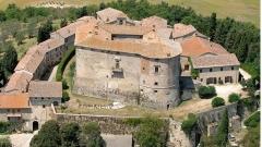 Този италиански замък-град се продава само за $8,3 милиона