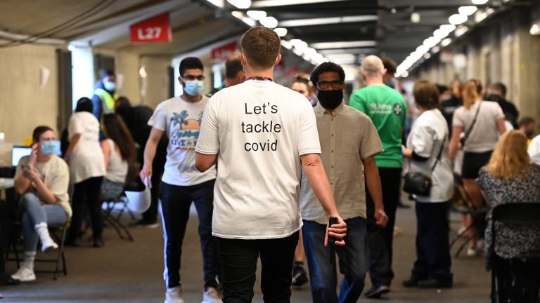 Кампанията по ваксиниране срещу коронавирус във Великобритания е спасила 14