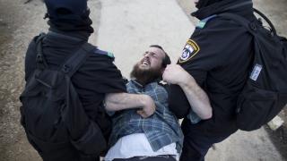 Израел задържа 14 палестинци на Западния бяг