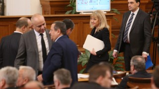 За финансова самостоятелност на пътния сектор работи Аврамова