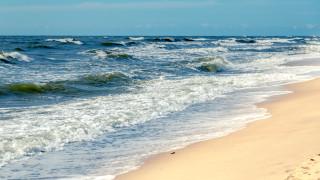 Издирват 18-годишен, изчезнал в морето край Поморие