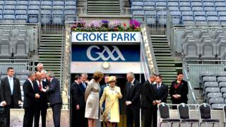 Елизабет II почете загиналите ирландци