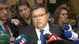 Цацаров поиска имунитета на кандидат-общинар, участвал в тупаник с ултраси
