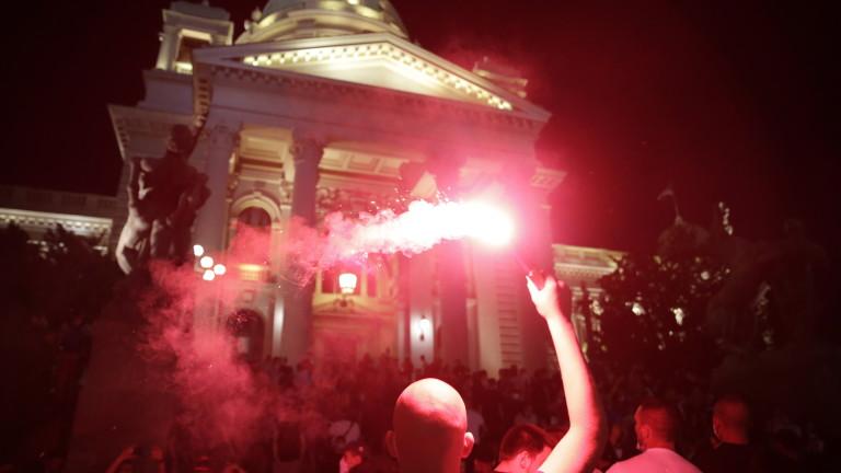 В сръбската столица Белград и през тази нощ имаше антиправителствена