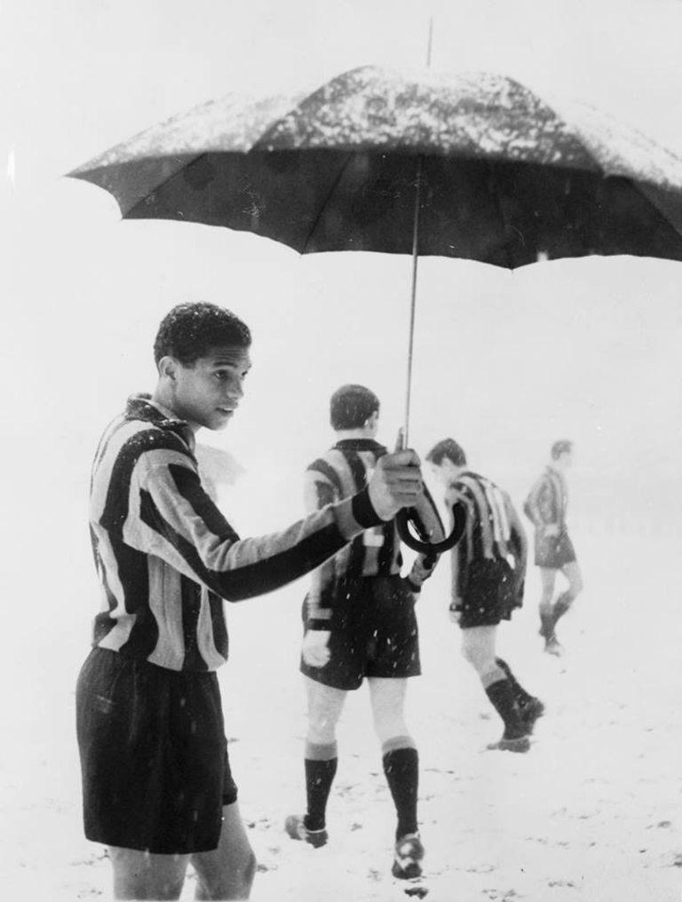 Двубоят между Интер и Падова през 1962 година бил отменен заради снежна буря, а един от бразилските играчи излязъл на терена с чадър.