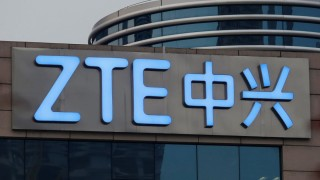 Акциите на ZTE подскочиха, но бъдещето пред компанията все още е неясно