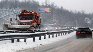 С 10 млн. лв. чистят снега по пътищата
